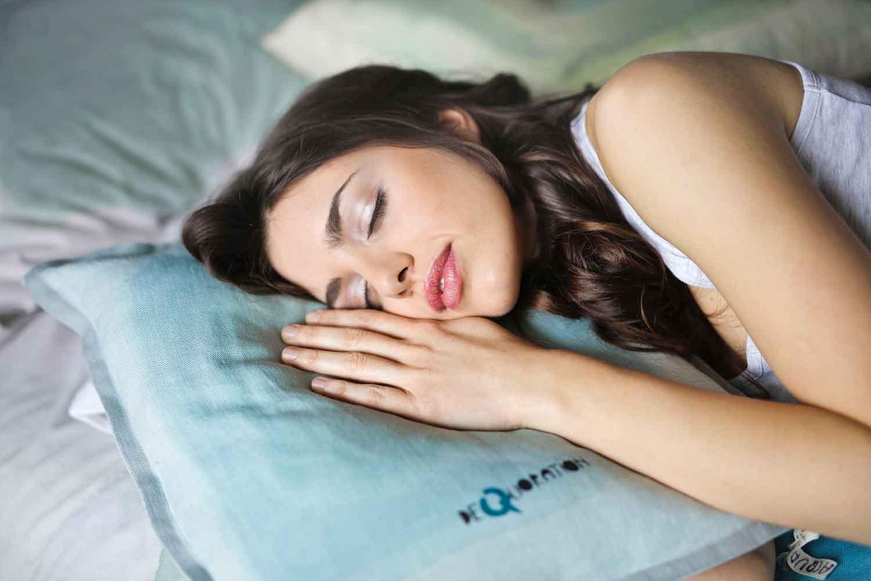 کیفیت خواب خود را با تغذیه مناسب بهبود ببخشید.
